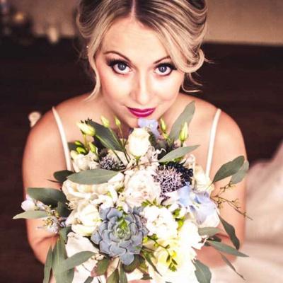 Floral Lounge Pale blue bouquet