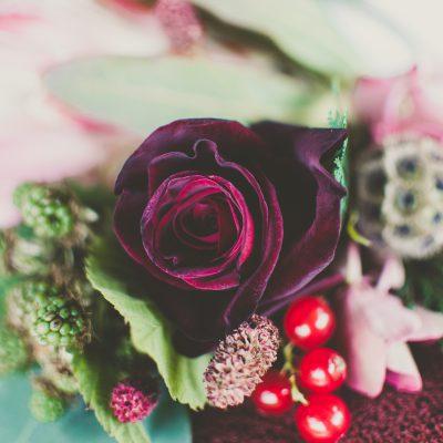 Floral Lounge English Heritage Wedding flowers cake 1