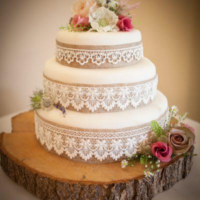 Rustic cake flowers